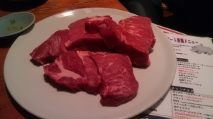 焼く前の肉(フラッシュあり)